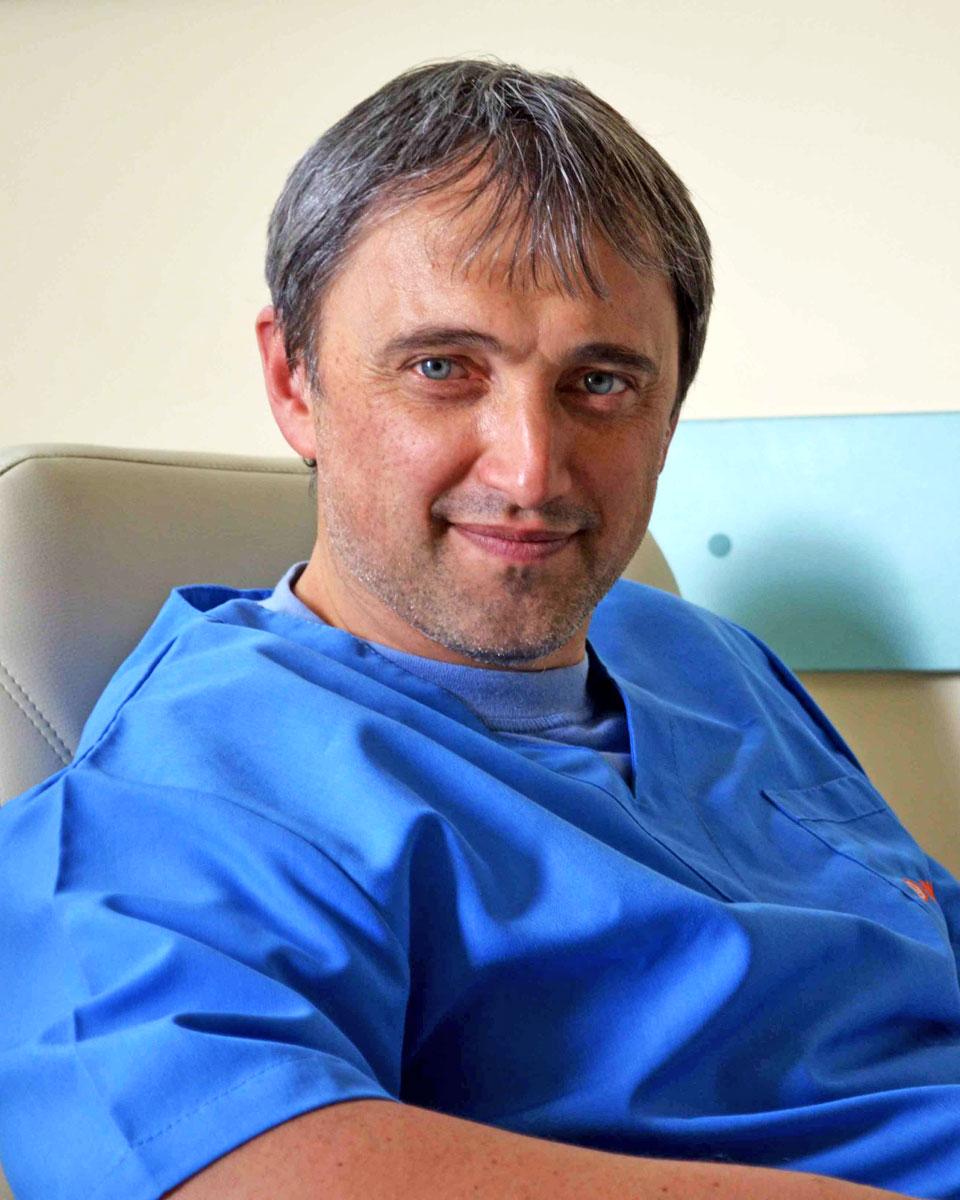 Д-р Иван СИРАКОВ, д.м.