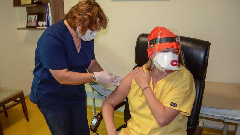 Медици от Болница Тракия са първите ваксинирани срещу Covid-19 в Стара Загора